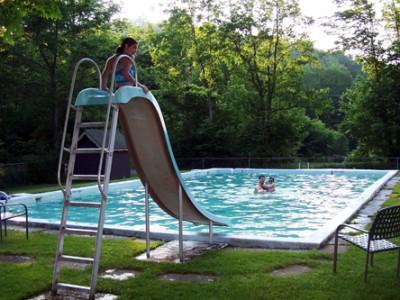 Lựa chọn cầu trượt hồ bơi