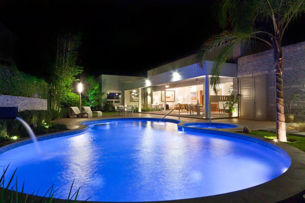Hệ thống chiếu sáng bể bơi P2